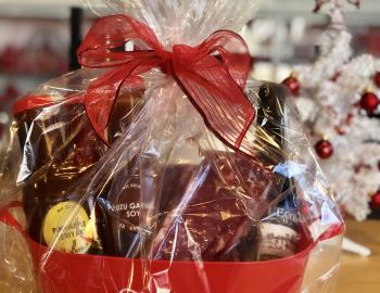 Ironsteak sauce set and wine basket